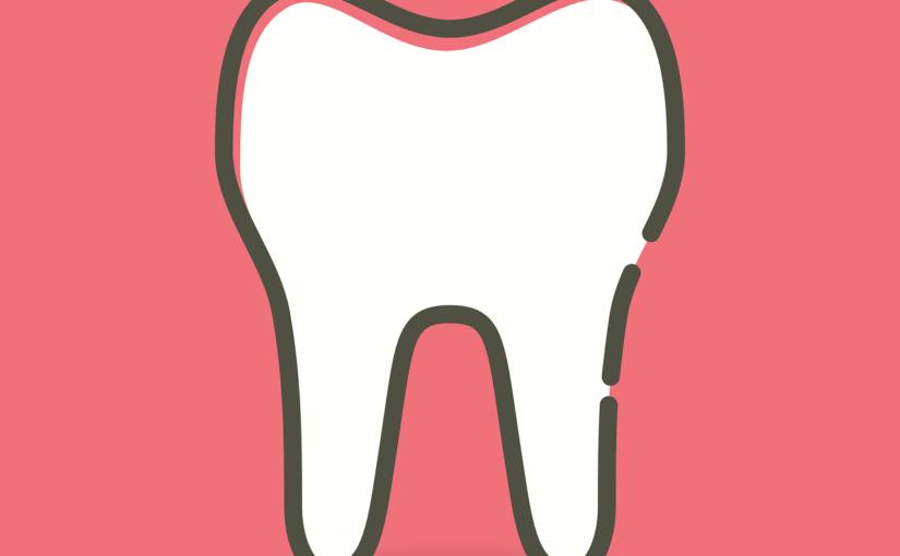 Piękne nienaganne zęby także wspaniały prześliczny uśmiech to powód do zadowolenia.